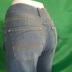 Denizen from Levi's. Athletic fit. Size 16r